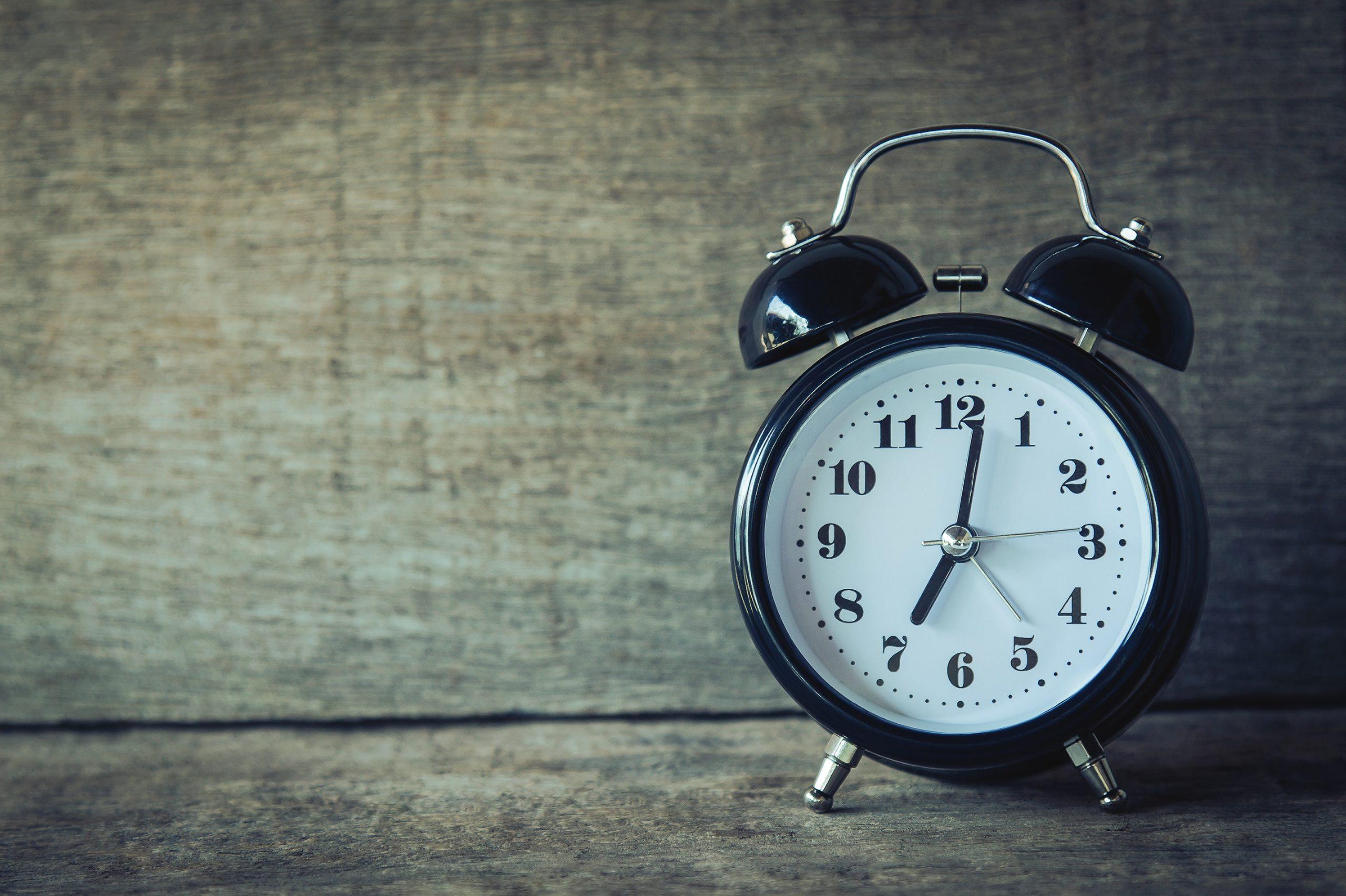 black analogue alarm clock